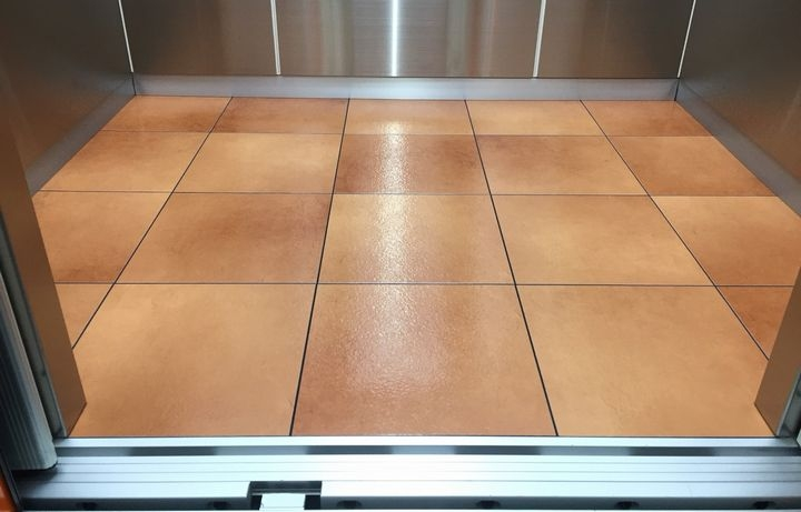 UVコーティング,フロアコーティング,床,施工,最安値,つや消し,グロス,メリット,Pタイル